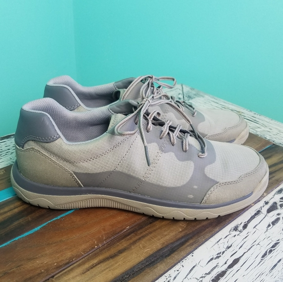 Clarks Shoes   Cloudsteppers Tetrasoft